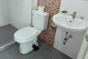 トイレとシャワー室