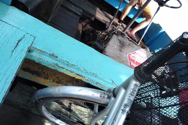 ボートと自転車