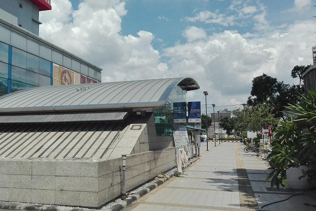 ガムペーンペット駅出口